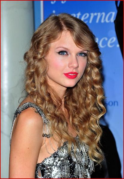 Taylor swift wax figure 2018