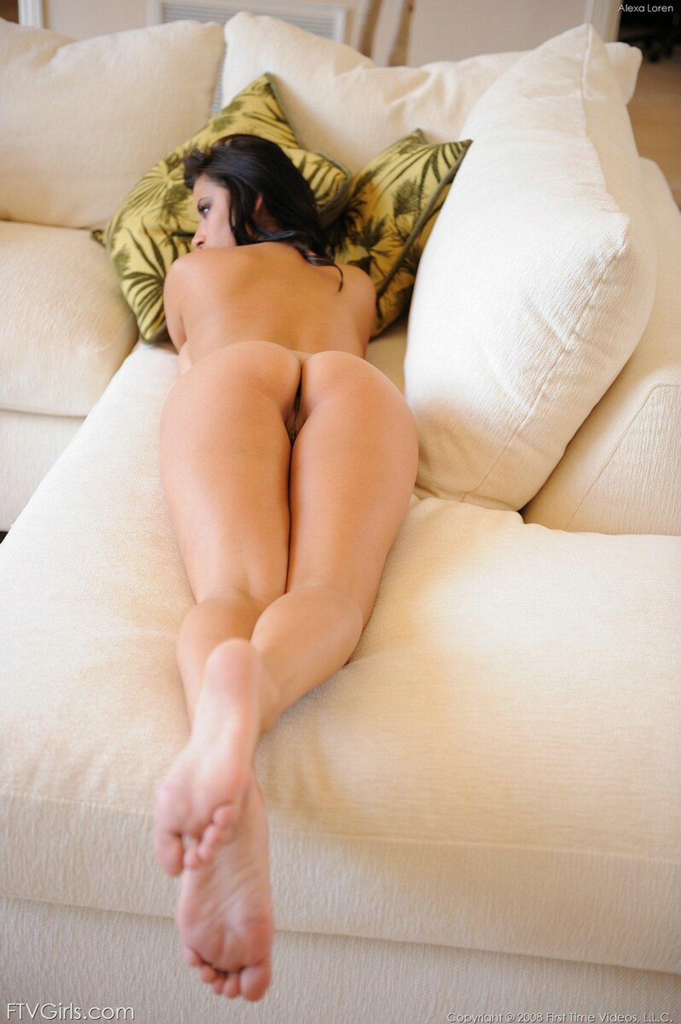 Фото голых девушек лежа на животе 25 фотография