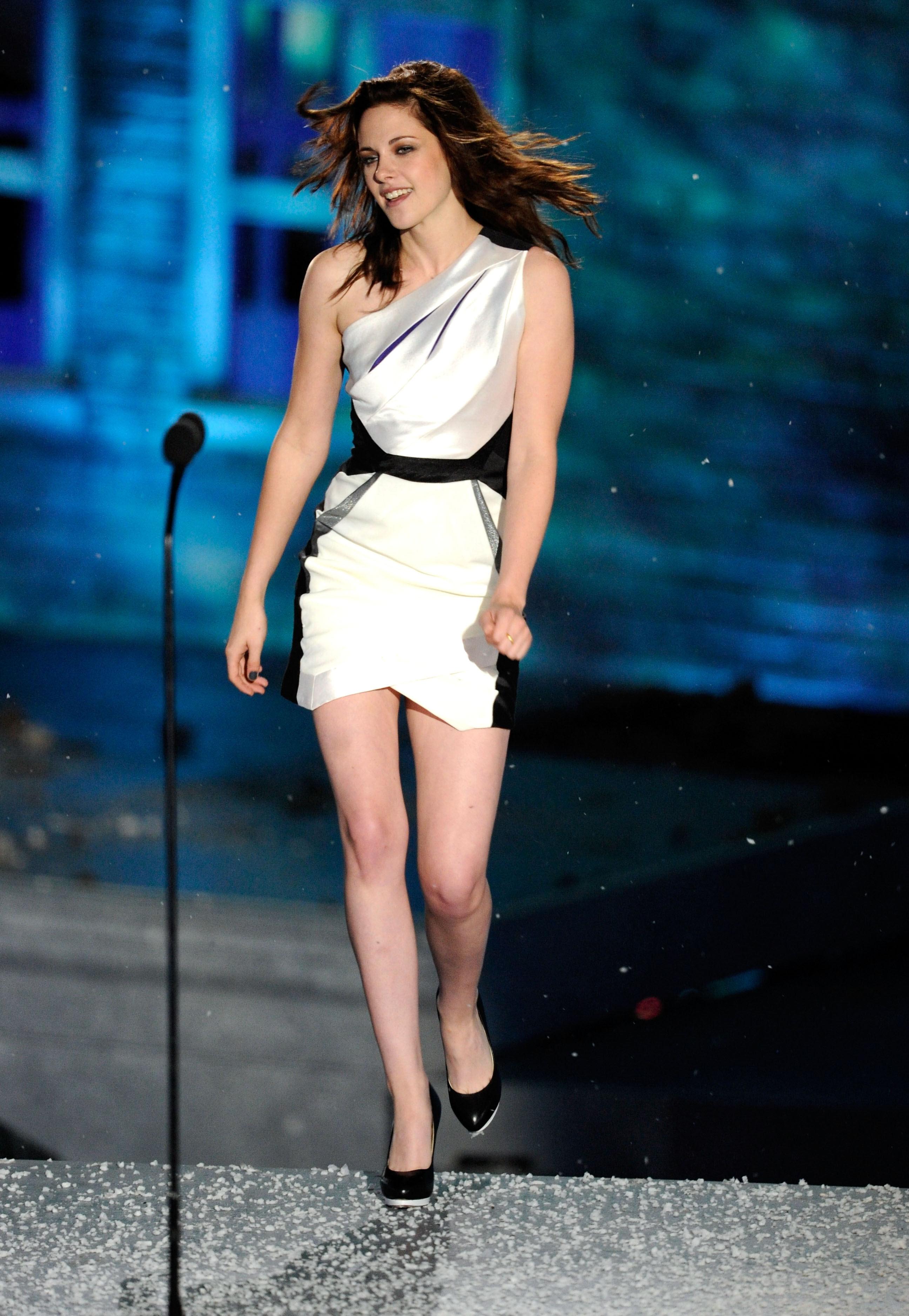 Download this Rbye Dou Kristen Stewart Bikini picture