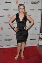 Nov 22, 2010 - Melissa Joan Hart - 38th International Emmy Awards in New York 5058059_Forum.anhmjn.com-20101126095903003